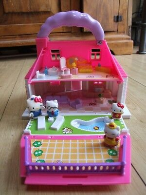 'Hello Kitty' carry house toy with furniture and family