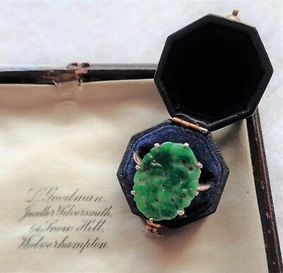 STUNNING ANTIQUE ART DECO, SOLID 18ct GOLD, CARVED JADE / PEKING GLASS RING