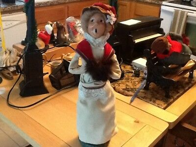 Byers Choice Caroler... Lady With Whiet Dress And Puff 1982