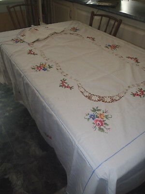 Very Large  Very Pretty    Crochet/ Embroidered  Cream Cloth X 8 Serviettes