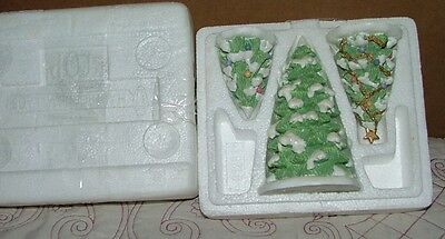 Precious Moments Christmas Village accesory set Oh Christmas Tree (3 trees)