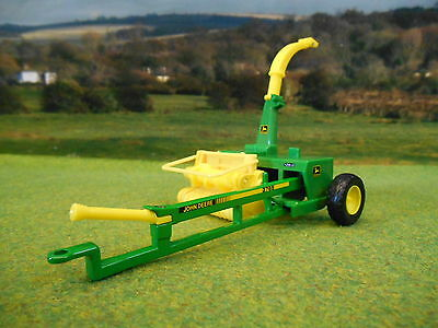 Britains John Deere 3765 Trailed Forage Harvester 1/32 43152A1 Brand New
