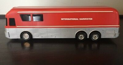 """Collectible - International Harvester 10"""" Toy Bus"""