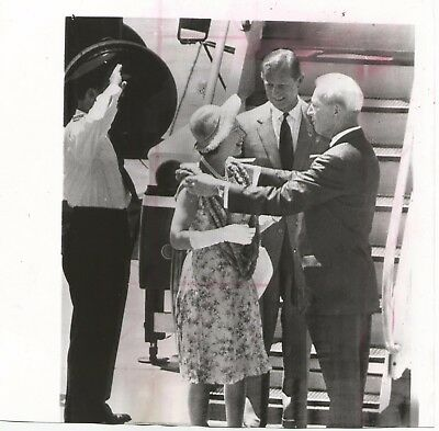 1963 Queen Elizabeth and Prince Phillip Greet Hawaii Governor Burns Press Photo!