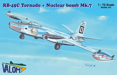 Valom 1/72 Model Kit 72122 North-American RB-45C Tornado + Nuclear Bomb Mk.7