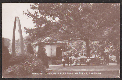 1920 Evesham People In The Pleasure Gardens Postcard Whales Jawbone To The Left