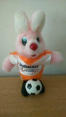 FIGURINE LAPIN peluche 17 CM Football Fifa 2002 Duracell