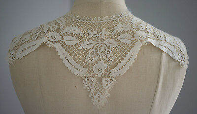 Antique Bedfordshire lace collar - unusual Honiton style design - butterflies