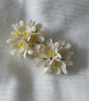 vintage earrings clip on plastic celluloid daisy 50s pin up retro Christmas