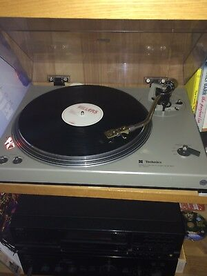 Technics SL 1500 turntable