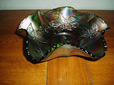 Carnival glass bowl. Excellent condition. Acorn design. 21 cm diameter.