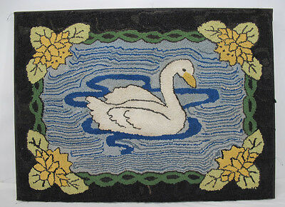Antique Early 1900's Primitive American Hooked Rug Swimming Swan Folk Art NR yqz