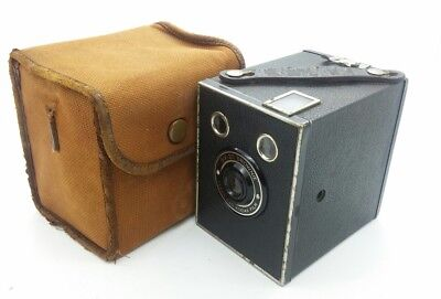 Vintage Kodak SIX-20 Brownie Box Camera w/case works well
