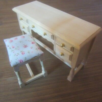 12th scale  Dolls House Furniture.  Just the Stool to suit dressing table BEF111