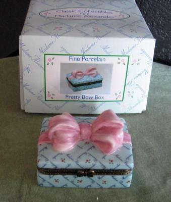 Madame Alexander PRETTY BOW Hinged BOX, 1999 FINE PORCELAIN, NEW-IN-BOX