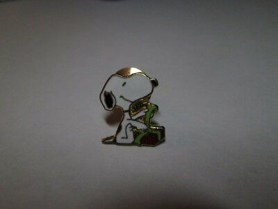 Aviva Cloisonne Snoopy Wrapping A Christmas Present Tac Pin New, Mint!