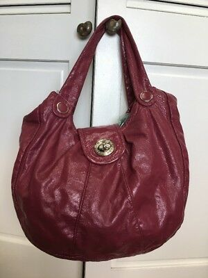 MARC BY MARC JACOBS Large Turnlock Hobo Magenta Patent Leather Bag Euc
