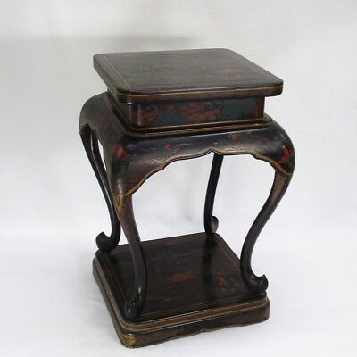 B065: Chinese old lacquer ware decorative stand with appropriate work and design