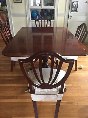 Baker HIstoric Charleston Dining Table and 8 Chairs in Good Condition