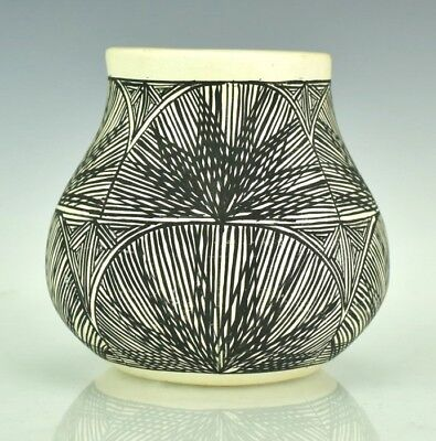 Signed C.N. Native American Indian Acoma Pottery Geometric Sun Pattern Pot TLL