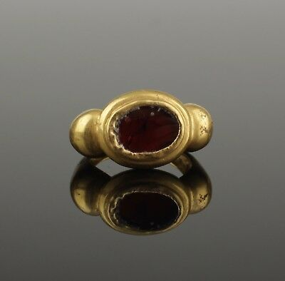 ANCIENT ROMAN GOLD & GARNET RING - 2nd Century AD