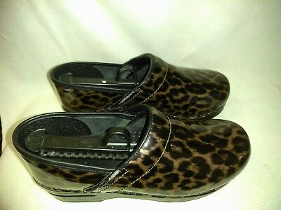 Dansko Patent Leather Cheetah  Print Clogs Sizes:US: 9 EUR Size: 39 Pre-owned