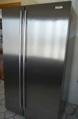 Westinghouse 700L Side by Side Refrigerator/Freezer Combination