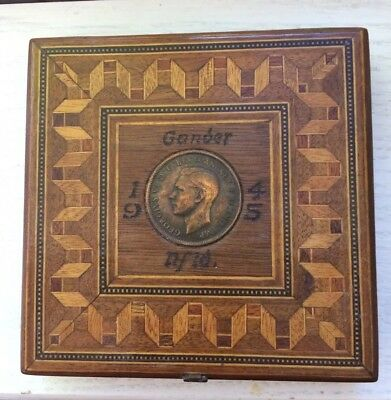 Antique 1945 Handmade Wood Inlay Ladies Compact