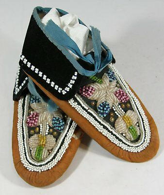 1890s NATIVE AMERICAN GREAT LAKES / OJIBWA INDIAN BEAD DECORATED HIDE MOCCASINS