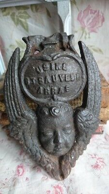 DELICIEUX ANTIQUE FRENCH TIMEWORN CAST IRON WINGED CHERUB USINE PLAQUE c1880
