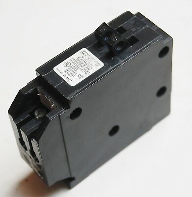 One (1) New Square D Homt1515Cp Circuit Breaker 15A 2P
