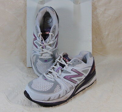 New Balance Womens Tennis Shoes  Sz. 9  2E
