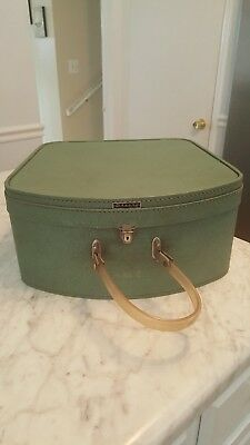 "Vintage Wheary Hat Storage Box Blue/green ""chic Miss"""