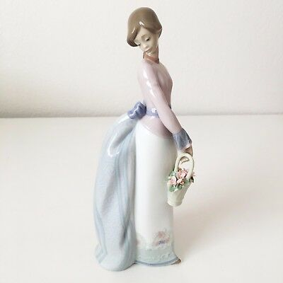 🌸  LLADRO No. 7622Basket of Love - Girl with Flower Basket 100% PERFECT, NEW