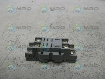 Dayton 2A582E Relay Socket *used*