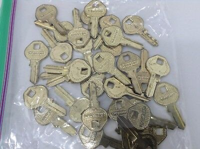 Lot of 32 Master Lock Key Blanks