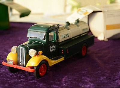 """""""The First Hess Truck"""" 1982 with box - Working headlights - Free S&H"""