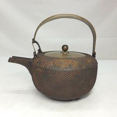 D806: Real old Japanese iron kettle for SAKE with ARARE and quality copper lid