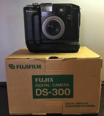 Vintage Fujix DS-300 Digital Camera With Original Box - Untested
