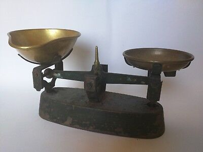 Traditional Kitchen Weighing Scales
