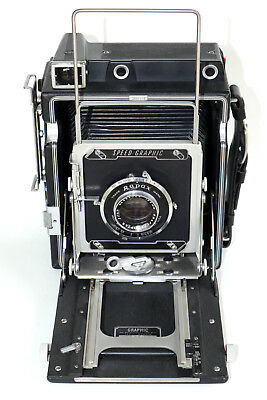 """Beautiful Graflex 4"""" x 5"""" Pacemaker Speed Graphic camera, with some accessories"""