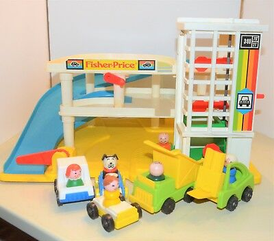 vintage FISHER PRICE Little People PARKING GARAGE + vehicles + people 1987