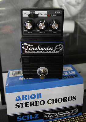 Arion SCH-Z Stereo Chorus Pedal mit Tonehunter Raging Honkies Mod