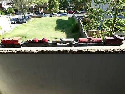 4 Lionel wagons and one  diesel loco