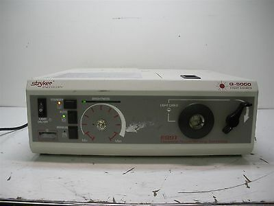 Stryker Quantum Q5000 Q-5000 Universal Light Source Endoscopy 220-180-000