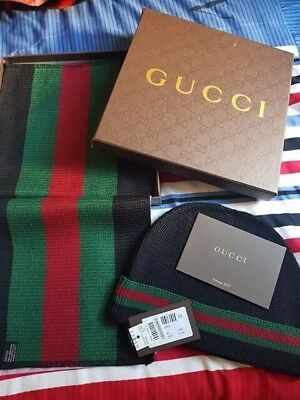 Gucci Christmas scarf and hat set Black