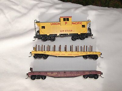 2 x HO Flat Cars & 1 Caboose all Union Pacific.