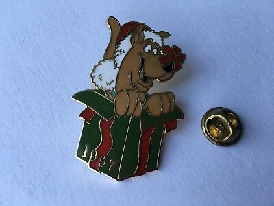 Scooby-Doo 1997 Lapel Pin Santa Hat Christmas Package Vintage Scooby Doo China
