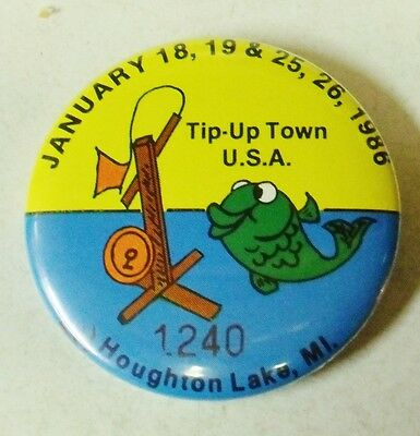 Collectable 1986 Tip Up Town Badge