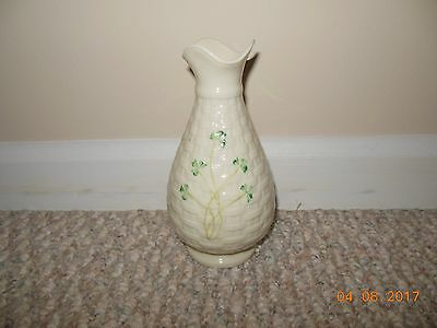 "VINTAGE Ireland Irish Belleek Basket Weave 6 5/8"" Shamrock Vase Gold Mark EXCNT"